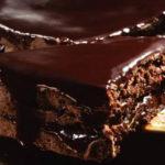 Piernik przekładany dżemem z polewą czekoladową