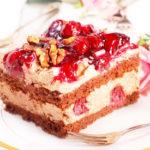 Tort śmietanowo wiśniowy