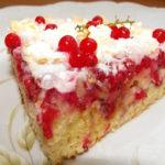 Tort porzeczkowy z ajerkoniakiem