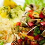 Soczysty łosoś pieczony z warzywami